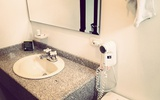 Bathroom VICTORIA ROOM: Boutique San Antonio Hotel